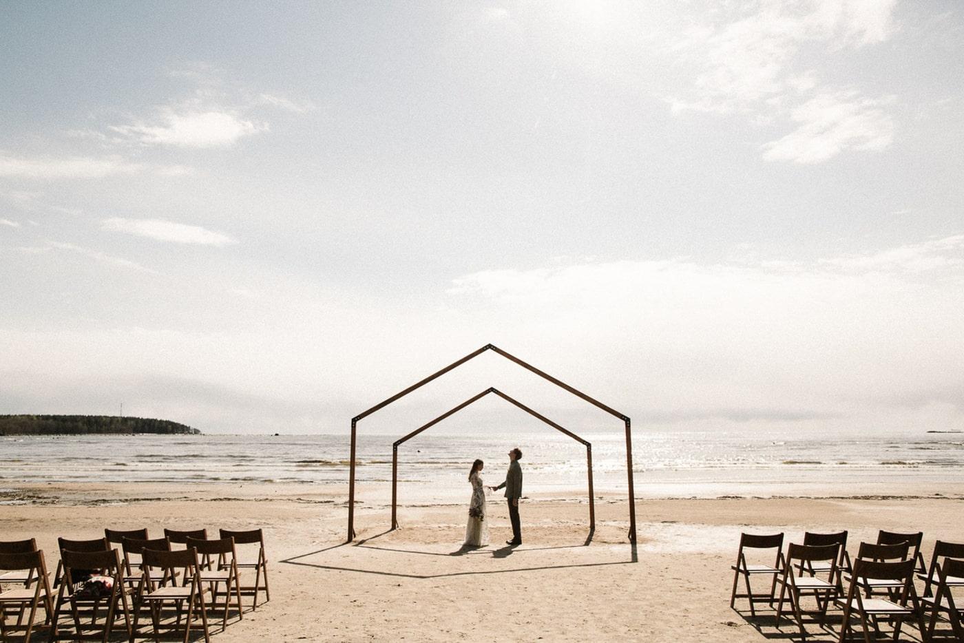 kak-organizovat-svadbu-minimalistichnaya-min